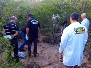 Ossada estava em matagal na zona rural de Macaíba (Foto: Antônio Coelho/Inter TV Cabugi)