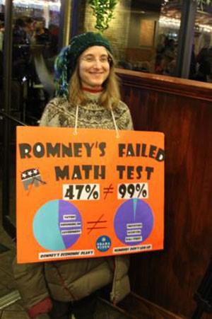 Debbie Cohen e seu cartaz (Foto: Beatriz Rey/G1)