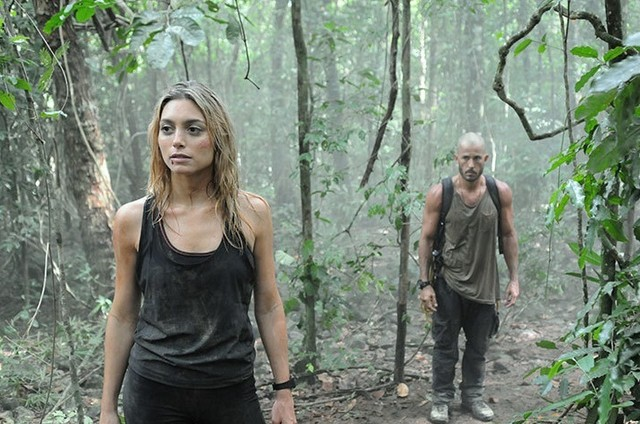 Roger Gobeth e Juliana Schalch em 'Sem volta' (Foto: Record)