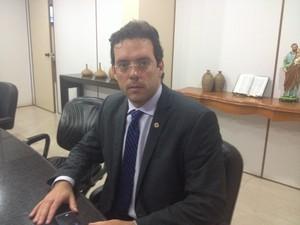 Antônio Furlan, médico que se pronunicou em nome do hospital (Foto: Abinoan Santiago/G1)