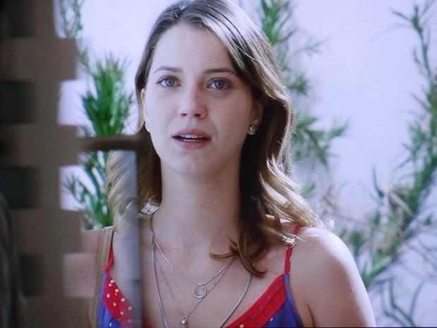 Laura fica chocada ao ver que o noivo realmente saiu da clínica (Foto: TV Globo)