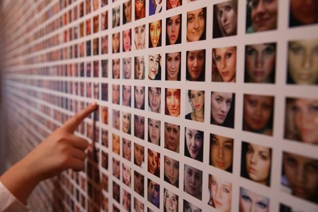 O novo sistema de reconhecimento facial do Facebook avisa os usuários quando alguém publica uma foto com eles - mesmo que não estejam marcados (Foto: Getty Images/Peter Macdiarmid)