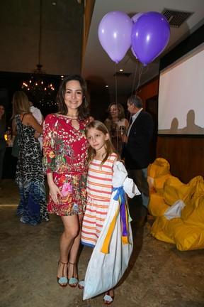 EGO - Gabriela Duarte leva filha a inauguração de clínica em São ... bfa02628d5