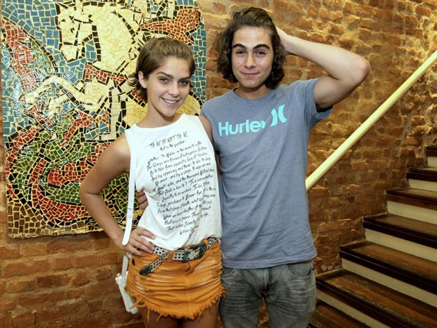Isabella Santoni e Rafael Vitti em show na Zona Sul do Rio (Foto: Marcello Sá Barretto/ Ag. News)