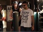 Sophia Abrahão e Sergio Malheiros passeiam em shopping no Rio
