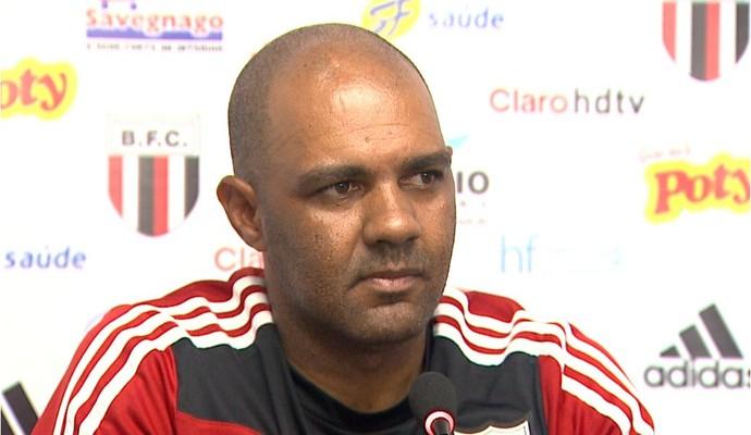 Alexandre Ferreira, técnico do Botafogo-SP (Foto: Valdinei Malaguti/EPTV)