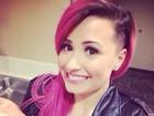 Radical! Demi Lovato adere à moda  'sidecut' e raspa lateral dos cabelos
