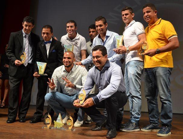 Confirnaça comemora o bicampeonato na noite da premiação (Foto: Divulgação/TV Sergipe)
