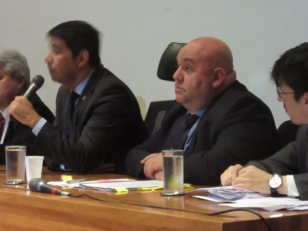 Marcello Nóbrega (segundo da direita para a equerda) depõe à CPI da Saúde nesta sexta-feira (19) (Foto: Alexandre Bastos/G1)