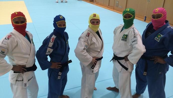 power rangers judô japão - sarah, erika, portela, ketleyn e rochele (Foto: Reprodução/Facebook)