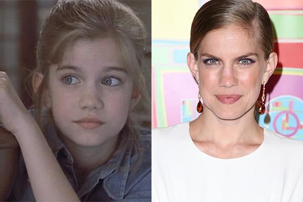 Anna Chlumsky encantou o mundo em 1991 com o filme 'Meu Primeiro Amor'. Na época, a atriz tinha apenas 10 anos. Desde então ela fez vários trabalhos, mas voltou a ter destaque mesmo em 2012, na série 'Veep', pela qual recebeu duas indicações ao Emmy. (Foto: Divulgação e Getty Images)