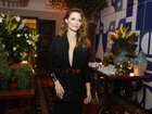 De vestido decotado, Rita Guedes curte festa pós-prêmio
