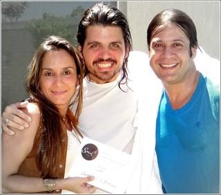 Flavia Guinancio, Marcus Menna e Sergio Knust no dia do batismo do cantor
