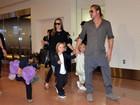 Angelina Jolie e Brad Pitt vão com os filhos ao Japão