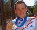 Lance Armstrong rebate críticas por participar de ação na Volta da França