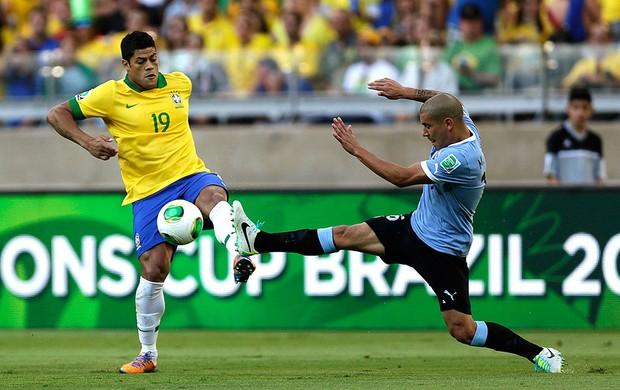 Hulk jogo seleção Uruguai Mineirão (Foto: Reuters)