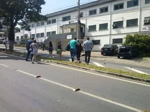 Polícia Civil apreende documentos e computadores (Foto: Nayara de Paula/G1)