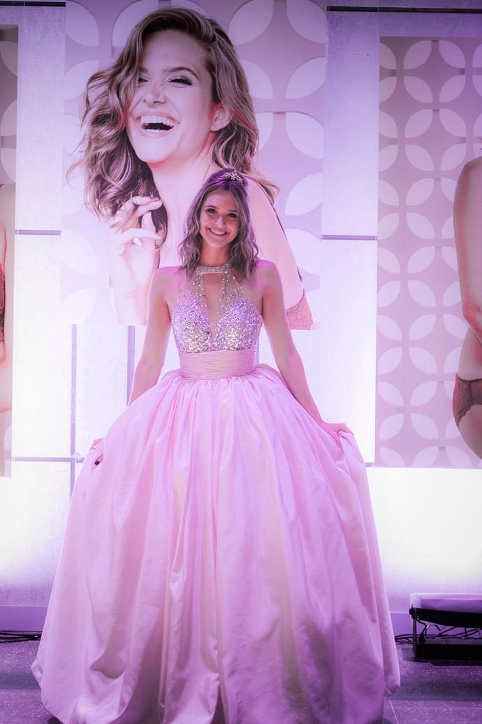 Cassandra escolhe look de debutante para sua festa de lançamento (Foto: Raphael Dias / Gshow)