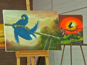 Artista plástico vai fazer pinturas ao vivo para o público (Foto: Márcio Azevedo/TV Tapajós)