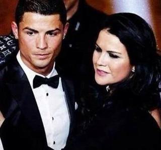 Cristiano Ronaldo e Katia Aveiro na premiação da Bola de Ouro (Foto: Reprodução/Facebook)