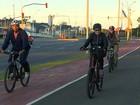 Em Porto Alegre, Dilma anda de bicicleta na orla do Guaíba