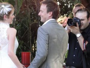Além de clicar cada detalhe do casamento, fotógrafo cuidou de todos detlahes do casamento (Foto: Raquel Freitas/G1)
