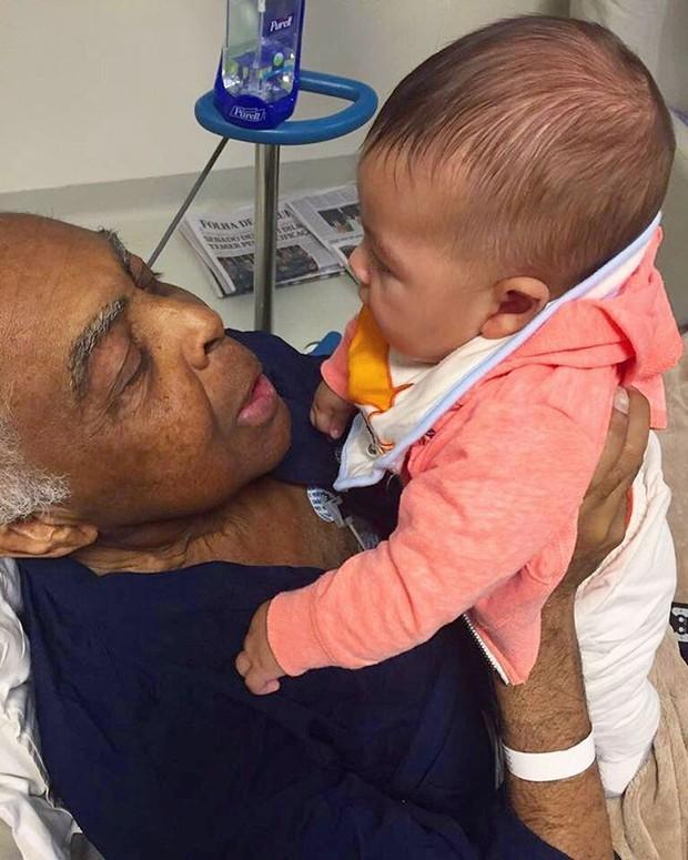 Gilberto Gil e o neto Nino (Foto: Reprodução Instagram)