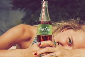 Coca-Cola lança versão com 50% menos açúcares