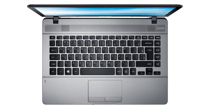 Notebook Essentials E20 tem configurações básicas para usuários (Foto: Divulgação/Samsung)