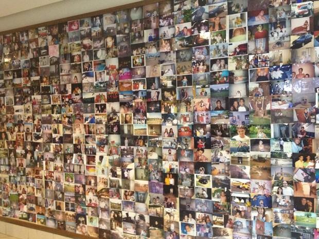Sala dos Milagres guarda milhares de fotos deixadas por romeiros, em Goiás (Foto: Fernanda Borges/G1)