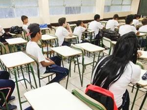Mensalidade é um dos motivos da mudança de escola.  (Foto: Pedro Ribas/ANPr)