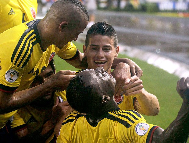 James Rodriguez comemoração gol Colômbia contra Equador (Foto: Reuters)