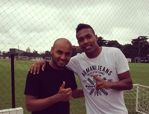 Jonathan e Alexsandro, no CT Rei Pelé, em Santos (Foto: Fabio Maradei / Santos FC)