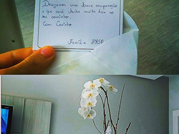 Modelo mostra presente que ganhou como despedida do hospital (Foto: Celso Santebañes/Arquivo Pessoal)