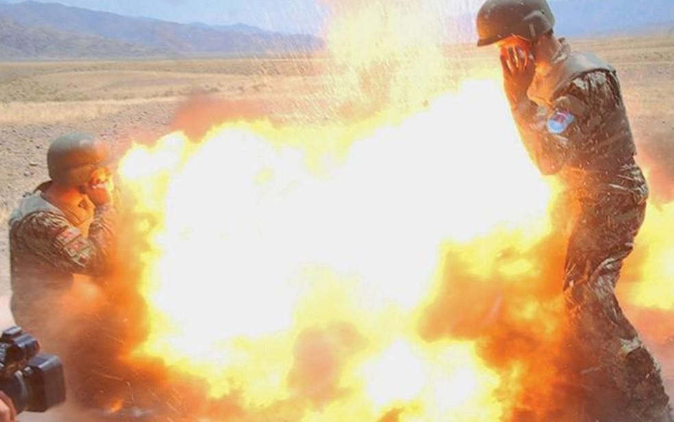 Esta foto, também da explosão fatal, foi tirada por um afegão que estava sendo treinado por Clayton (Foto: US Army)