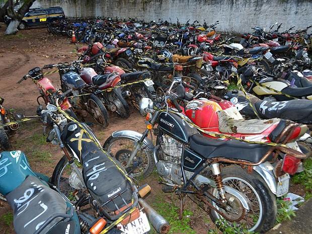 Serão leiloadas 126 motocicletas retidas nos postos da PRF (Foto: Divulgação/PRF)