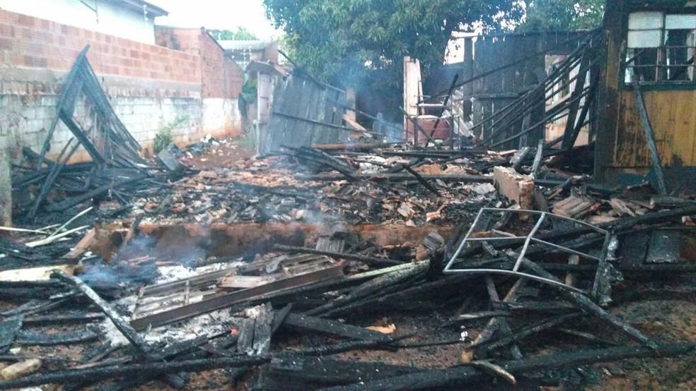 Casa ficou completamente destruída (Foto: Osvaldo Nóbrega/TV Morena)