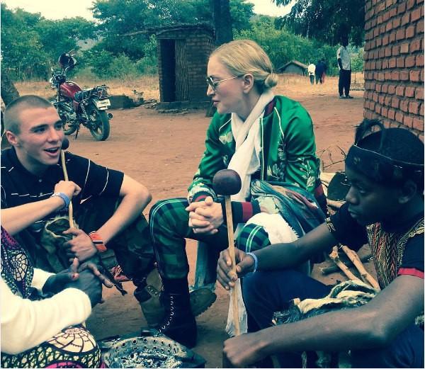 A cantora Madonna com seus filhos Rocco e David Banda (Foto: Instagram)