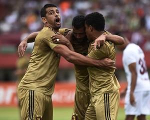 Diego Souza comemora gol do Sport (Foto: André Durão)