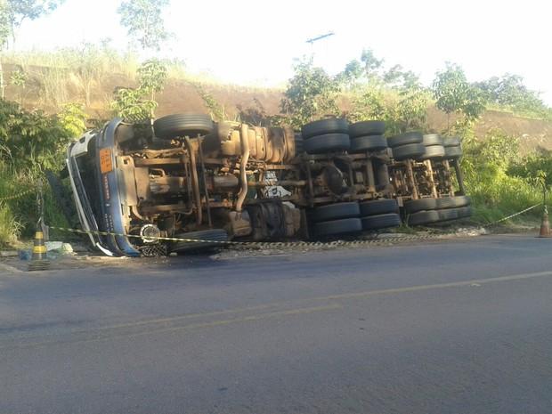Acidente foi no km 652 da BR-153, perto de Gurupi (Foto: Maykon Paiva/ TV Anhanguera)