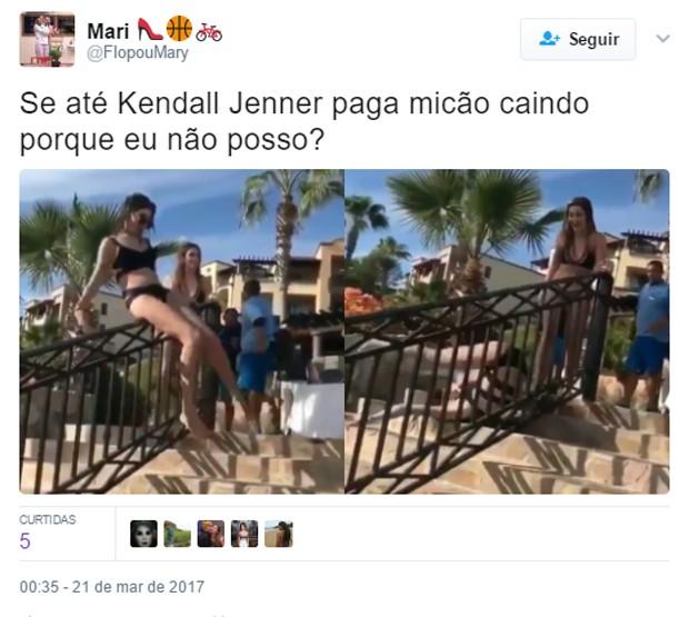 Suposto tombo de Kendall Jenner vira piada na web (Foto: Reprodução)