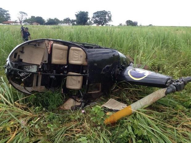 Helicóptero caiu em uma área da zona rural de Buritama (Foto: Patrick Lima/ TV TEM)