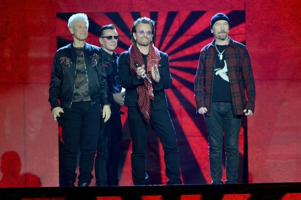Bono Vox e seus colegas de banda no U2 (Foto: Getty Images)