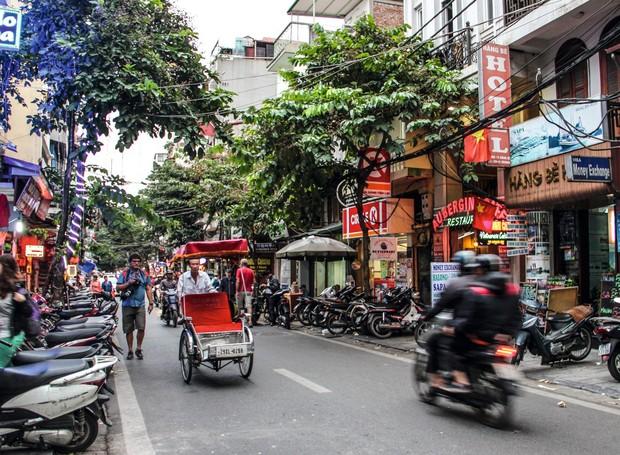 Motos e tuk-tuks (os táxis de bicicleta) pelas ruas estreitas e labirínticas do Old Quarter de Hanói: passagem obrigatória para conhecer a alma do país (Foto: Fernando Brito / Editora Globo)