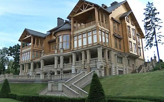 Ex-mansão de Viktor Yanukovich (Foto: BBC/Reprodução)