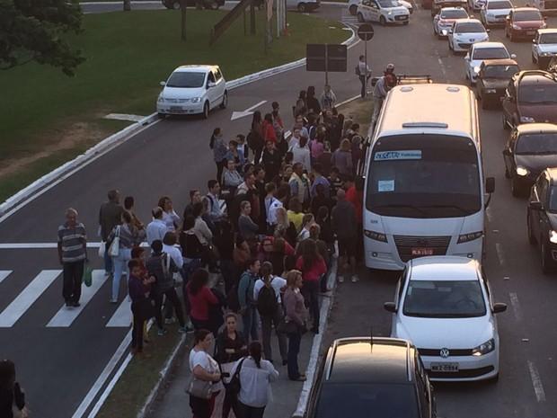 Van em Florianópolis (Foto: João Salgado/RBS TV)