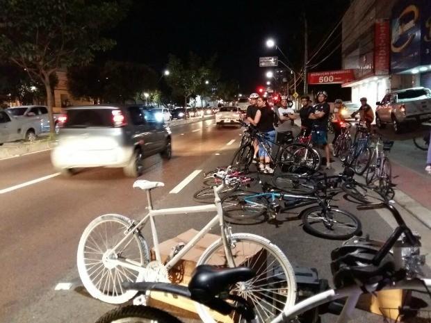 Protesto reuniu cerca de 50 ciclista na Avenida Djalma Batista, em Manaus (Foto: Thiago Correa/Arquivo Pessoal)