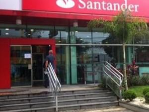 Clientes da agência do Banco Santander na cidade de Afogados da Ingazeira,  foram surpreendidos esta semana com a informação de que o banco vai fechar  as ...