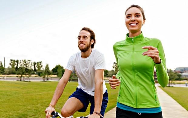 Treino regenerativo homem mulher correndo bike euatleta (Foto: Getty Images)
