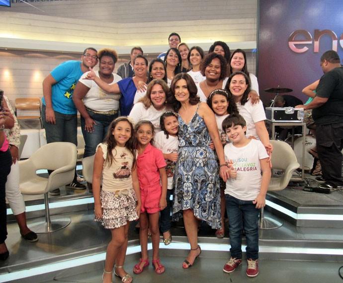 Fátima e plateia posam nos bastidores (Foto: Priscilla Massena/Gshow)